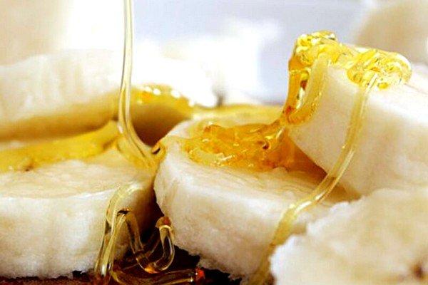 Для сладости и увеличения пользы продукта можно добавить на стакан бананового коктейля чайную ложку меда
