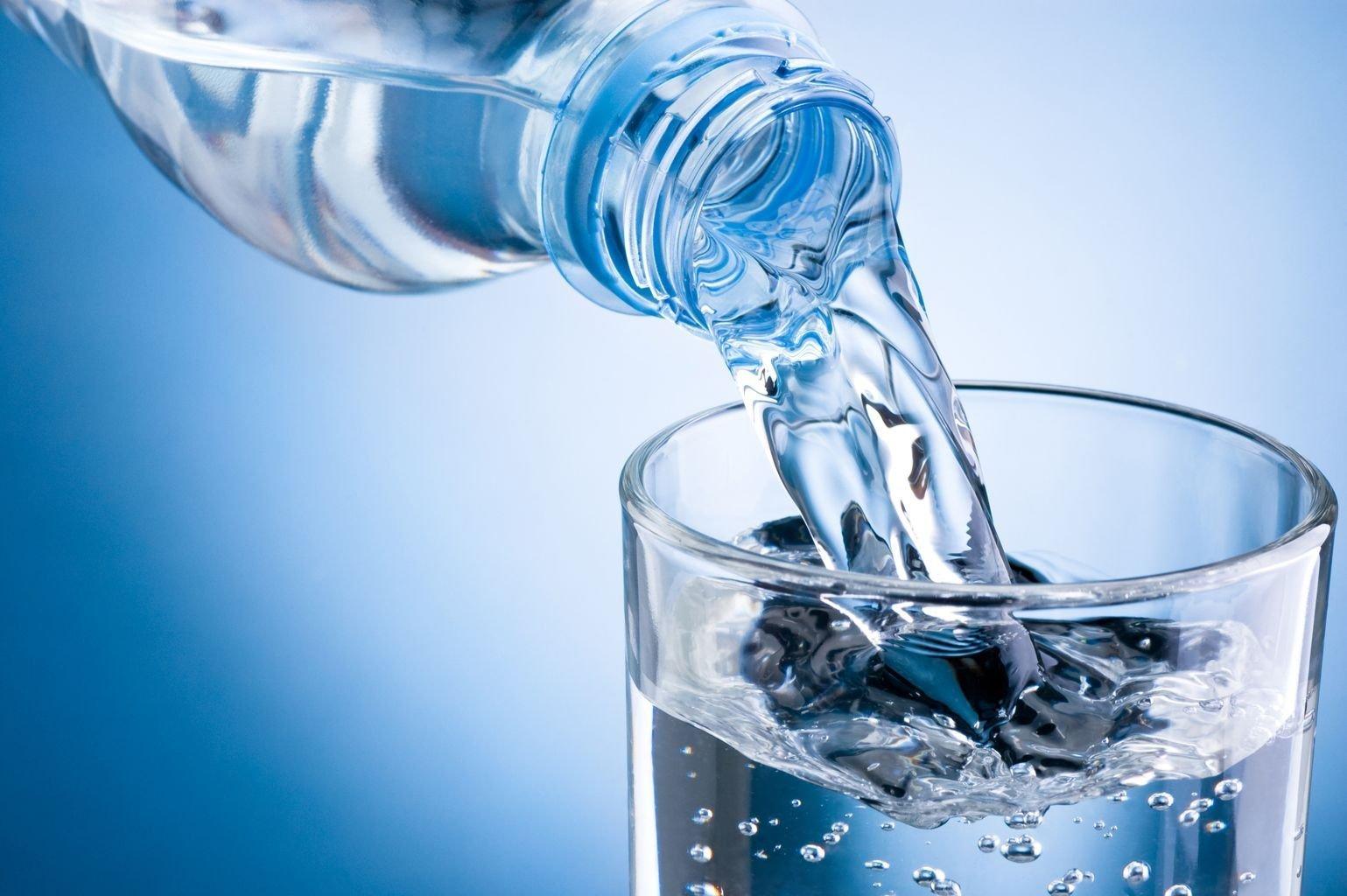 Рекомендуется обильное питье при лечении кашля у ребенка