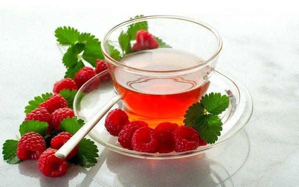 Чай с малиной будет очень полезен при кашле