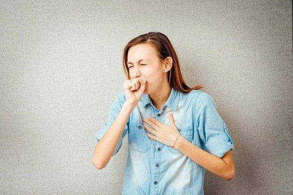Причиной сильного кашля может быть сердечная недостаточность