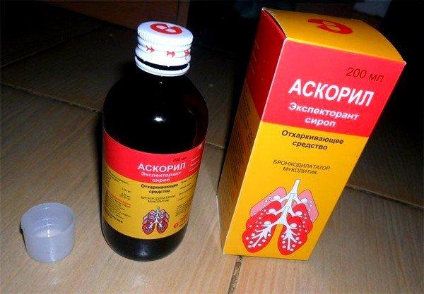 Аскорил помогает при сухом кашле, потому что в его составе есть сальбутамол, бромгексин и гвайфенезин