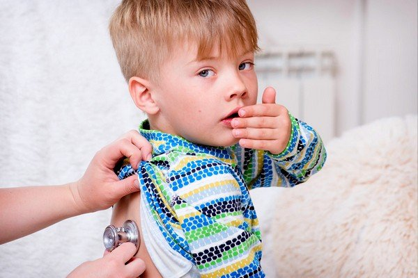 Инфекционные и неинфекционные болезни могут вызывать кашель