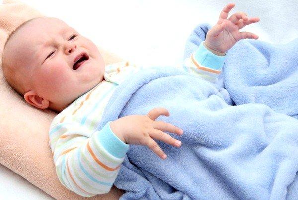 Малыш может поперхнуться из-за большого количества жидкости и начать кашлять
