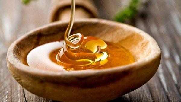 Можно ставить компресс из меда