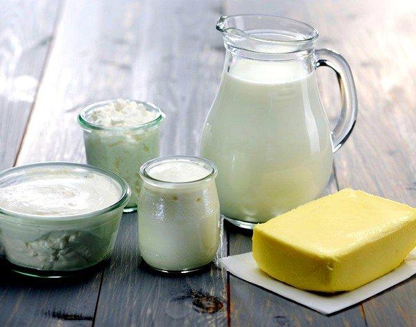 При потере или осиплости голоса хорошо помогает молоко со сливочным маслом
