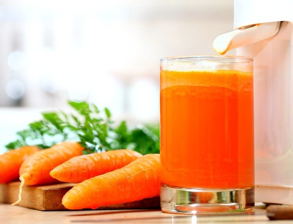 Морковный сок и сироп из сахара поможет при приступе кашля
