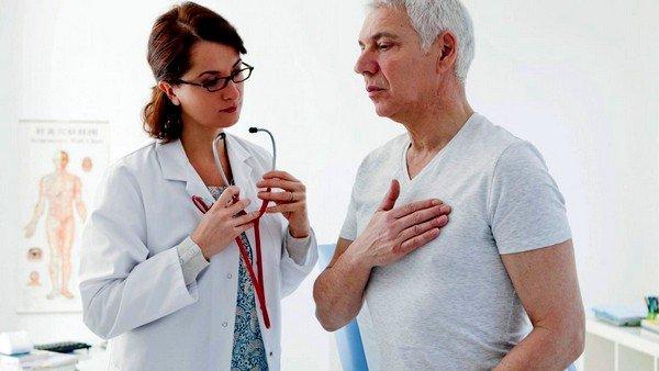 Если кашель в основном проявляется в вечернее время и может сопровождаться приступами удушья, это говорит о хронической недостаточности сердечной мышцы