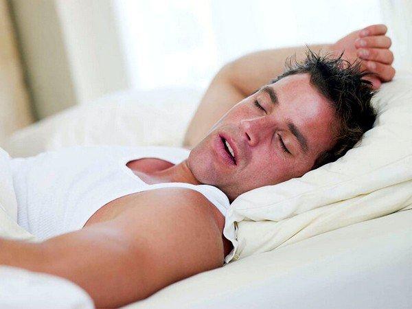 Ночная потливость – это ещё одна особенность патологического поражения органов дыхания
