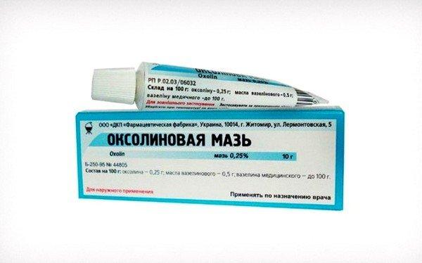 Хорошо помогает подавить рост вирусной инфекции оксолиновая мазь
