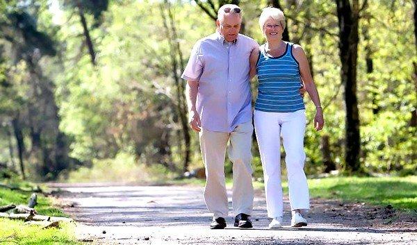 Рекомендуется регулярно совершать пешие прогулки в зеленых зонах