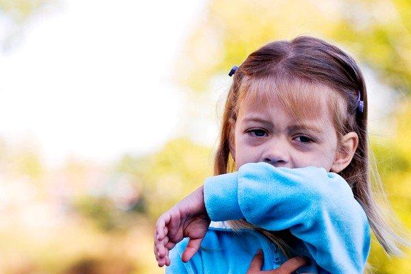 Сироп у детей и взрослых может вызывать аллергию из-за красителей и ароматизаторов