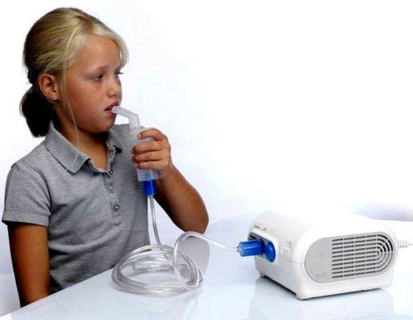 Ингаляция физраствором детям прописывается врачом и выполняется строго по его рекомендациям