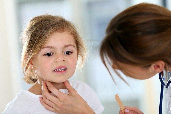 У ребенка осип голос и кашель: как лечить? фото