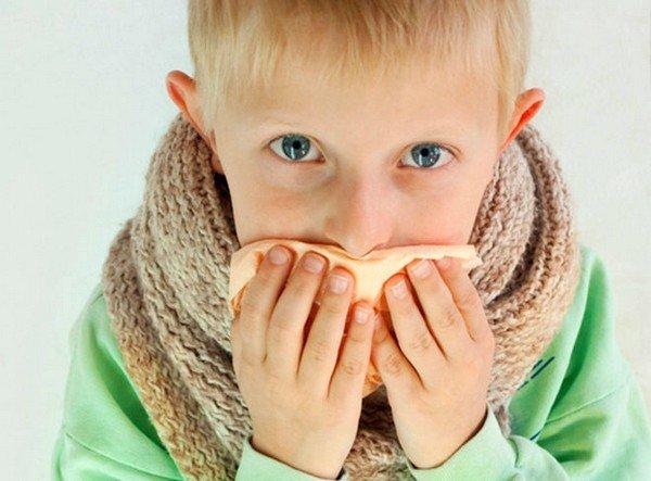 Воспаление голосовых связок может быть причиной кашля