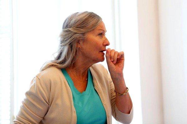 Постоянный сухой кашель с незначительным количеством красной мокроты говорит о значительном венозном застое