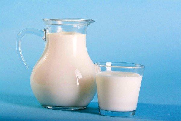 Теплое молоко хорошо смягчит слизистую