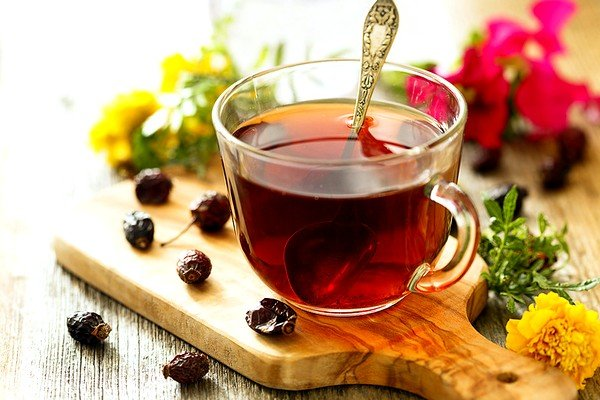 При сухом кашле рекомендовано теплое питье