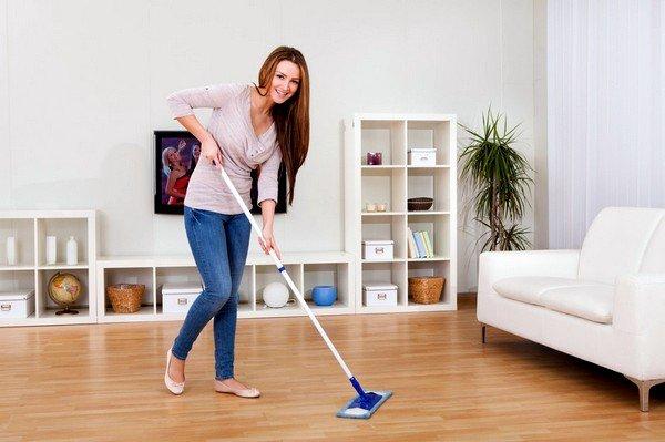 Влажная уборка должна производиться каждый день, так как скопление пыли в воздухе губительно влияет на дыхательные пути