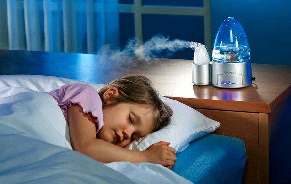 Если причина в сухом воздухе, то его следует систематично увлажнять