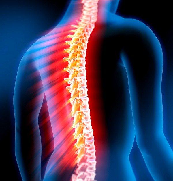 Заболевания грудного и реже поясничного отделов позвоночника могут вызывать боль в правом боку после сильного кашля