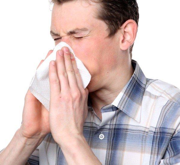 При астматическом кашле может возникнуть чувство заложенности носа