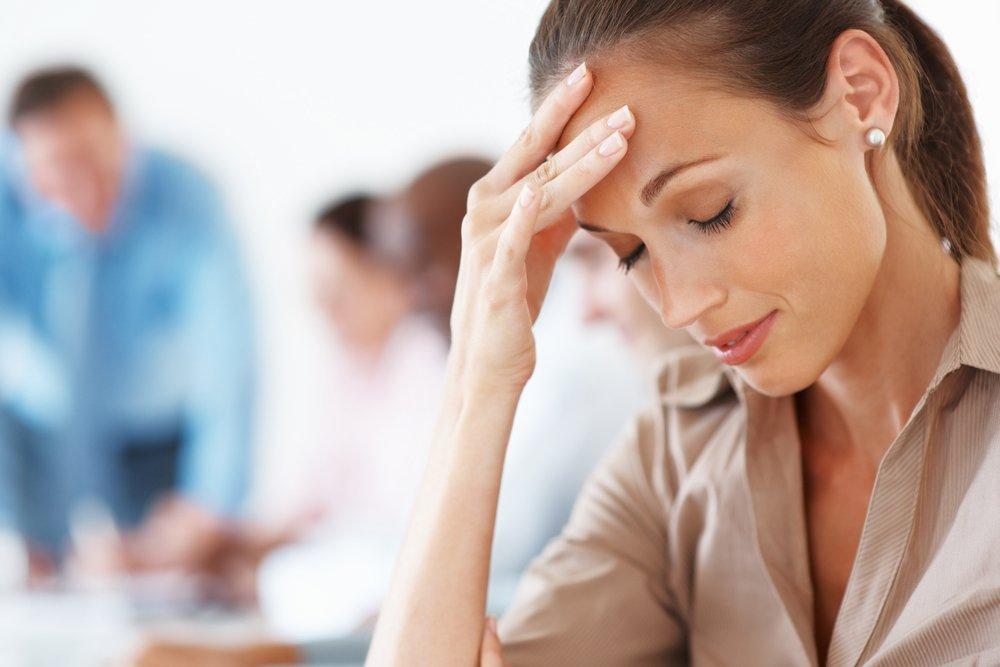 Сильная головная боль иногда сопровождает сухой кашель