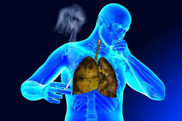 Значительно тяжелее проходит кашель с зеленой мокротой у взрослых людей, которые подвержены пагубной привычке курения