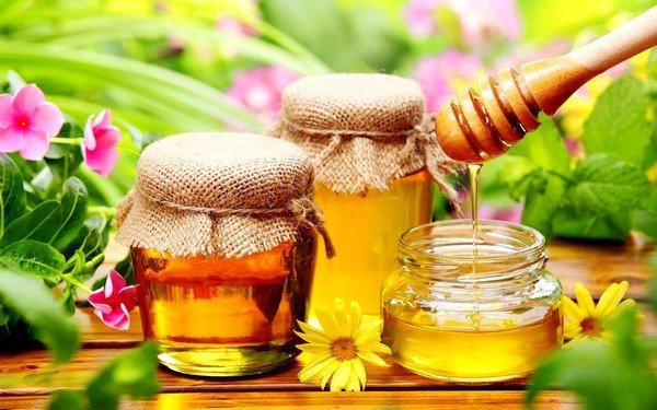 Хорошо при сухом кашле помогает мед