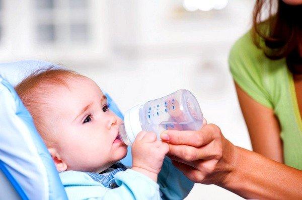 При любой острой респираторной вирусной инфекции ребенок теряет огромное количество жидкости, которую необходимо восполнять