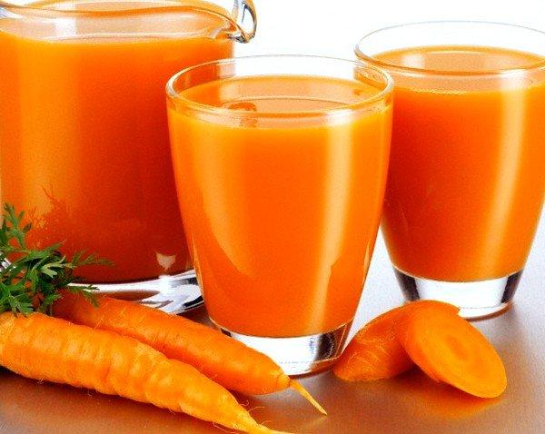 Каждое утро натощак рекомендуется употреблять стакан свежевыжатого морковного сока