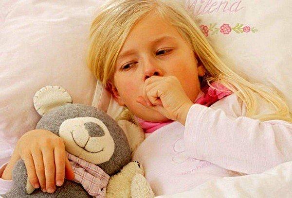 Длительный кашель у ребенка нередко является симптомом