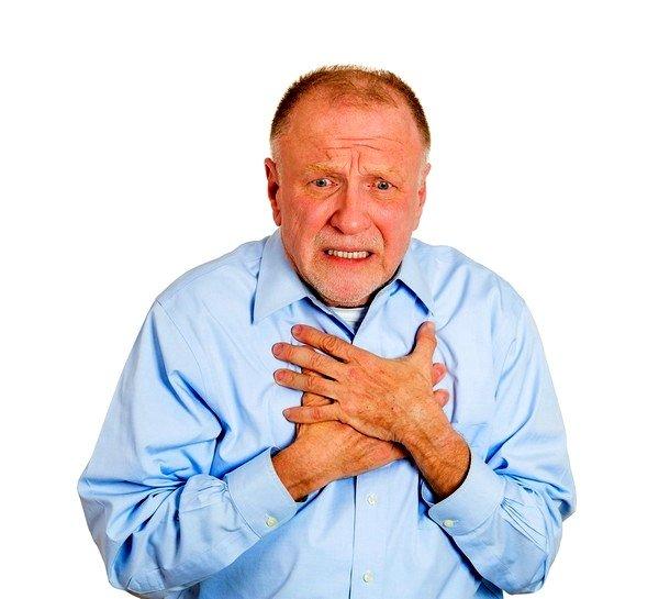Больного начинают мучить приступы сухого кашля