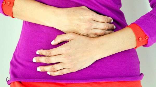 При эхинококкозе печени и желчевыводящих путей возможно появление болей в правом подреберье