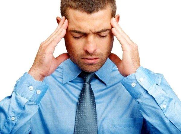 К симптомам эхинококкоза головного мозга можно отнести головную боль