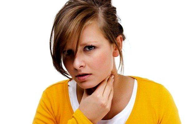 Когда анкилостомоз возникает после проникновения паразита оральным способом, явными симптомами является сильный кашель.