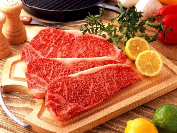 Заражение часто происходит при недостаточной термообработке мяса