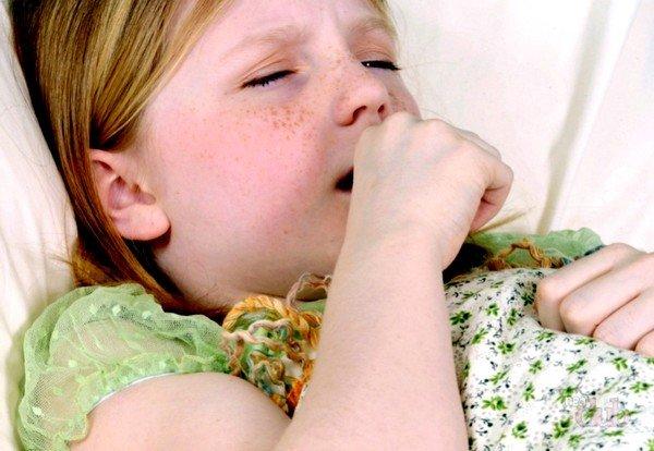 Причиной кашля у детей может быть коклюш